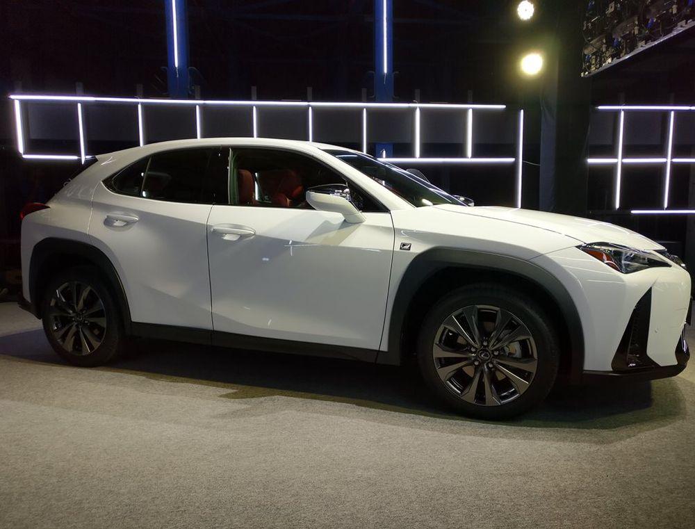 Lexus UX 2019 Side