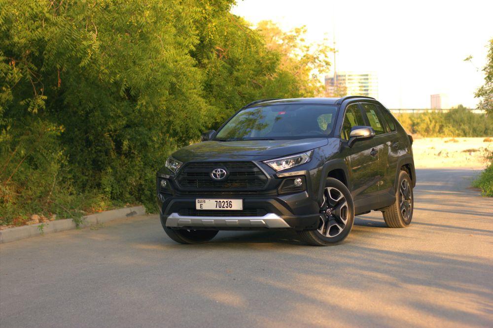 Does the 2019 Toyota RAV4 have a CVT transmission | Qatar