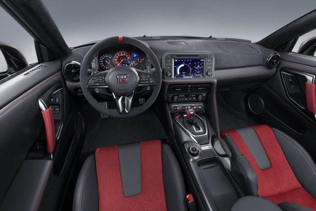 Nissan GT R interior