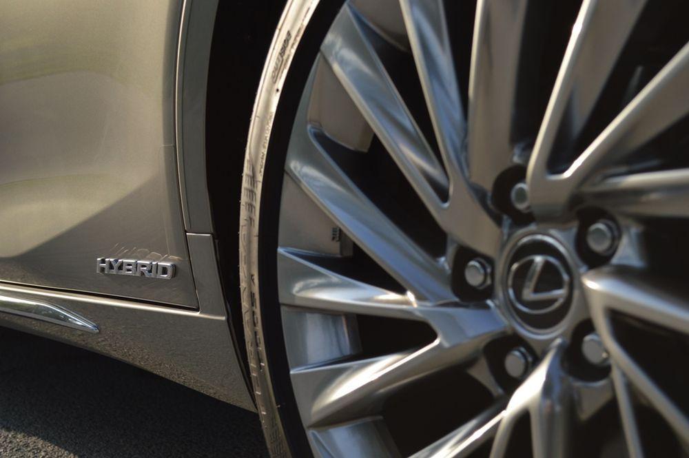 Lexus ES300h 2019 rear