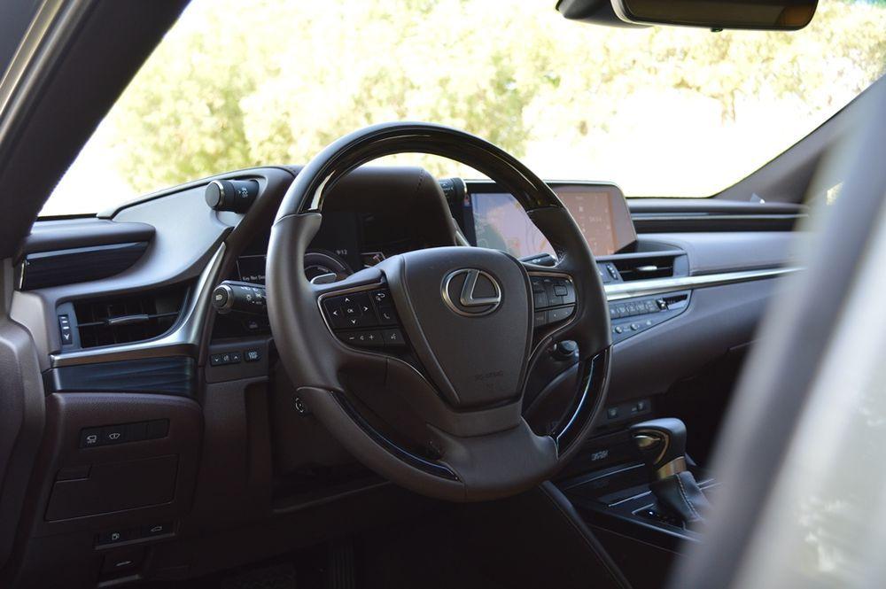 Lexus ES300h 2019 Interior