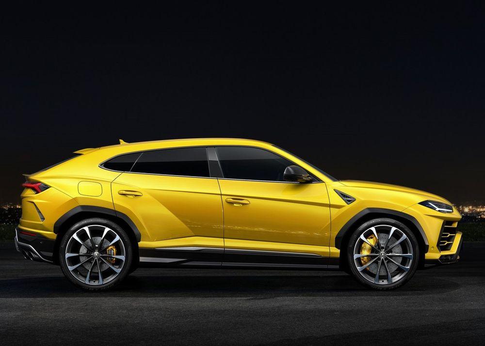 Lamborghini Urus Side