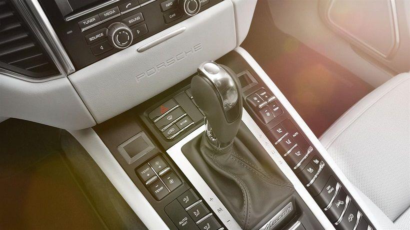 Porsche Macan 2014, Saudi Arabia