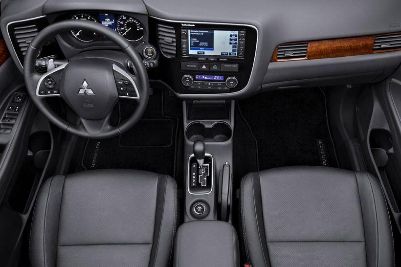 Mitsubishi Outlander 2015, United Arab Emirates