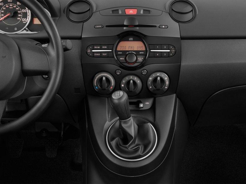 Mazda 2 Hatchback 2015, United Arab Emirates