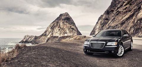 كرايسلر 300 سي 2016 6.4L SRT Vapor , kuwait, https://ymimg1.b8cdn.com/resized/car_model/2336/pictures/2459991/mobile_listing_main_2014_Chrysler_300C_Front.jpg