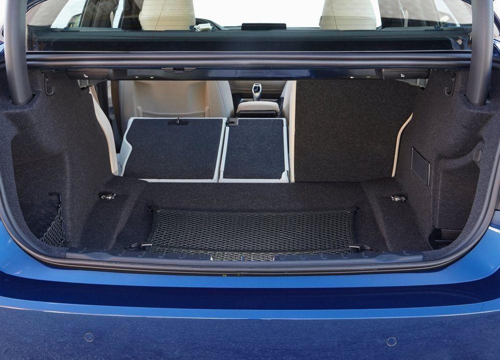 BMW 3 Series 2017, Oman