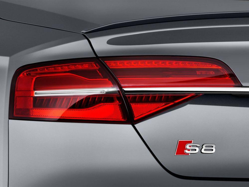 Audi S8 2017, Oman
