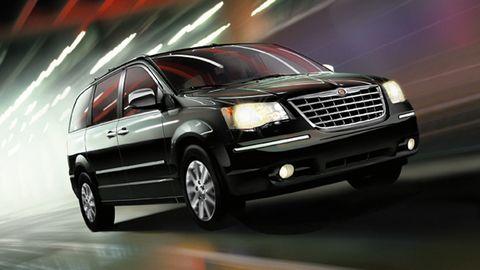 Chrysler Town & Country 2017 3.6L, Egypt, https://ymimg1.b8cdn.com/resized/car_model/3189/pictures/2849766/mobile_listing_main_2013-2014_Chrysler_Grand_Voyager_Front_2.jpg