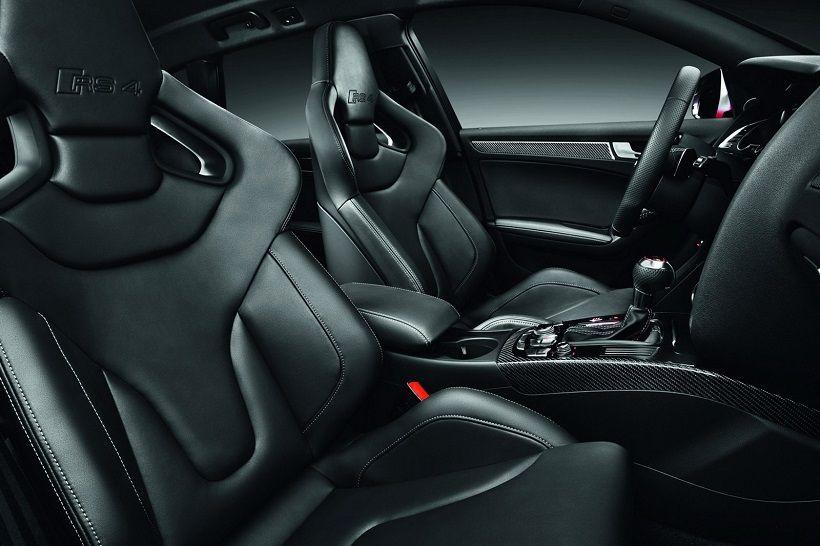Audi RS4 Avant 2019, Oman