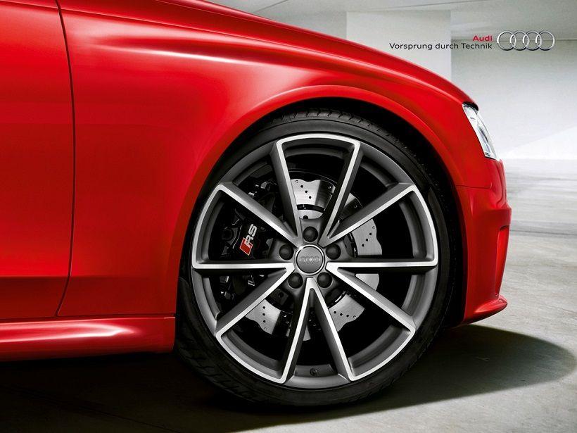 Audi RS4 Avant 2020, Oman