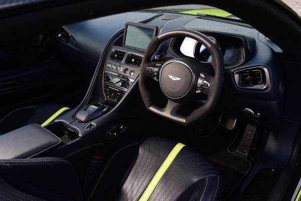 أستون مارتن DB11 AMR 2020, الإمارات