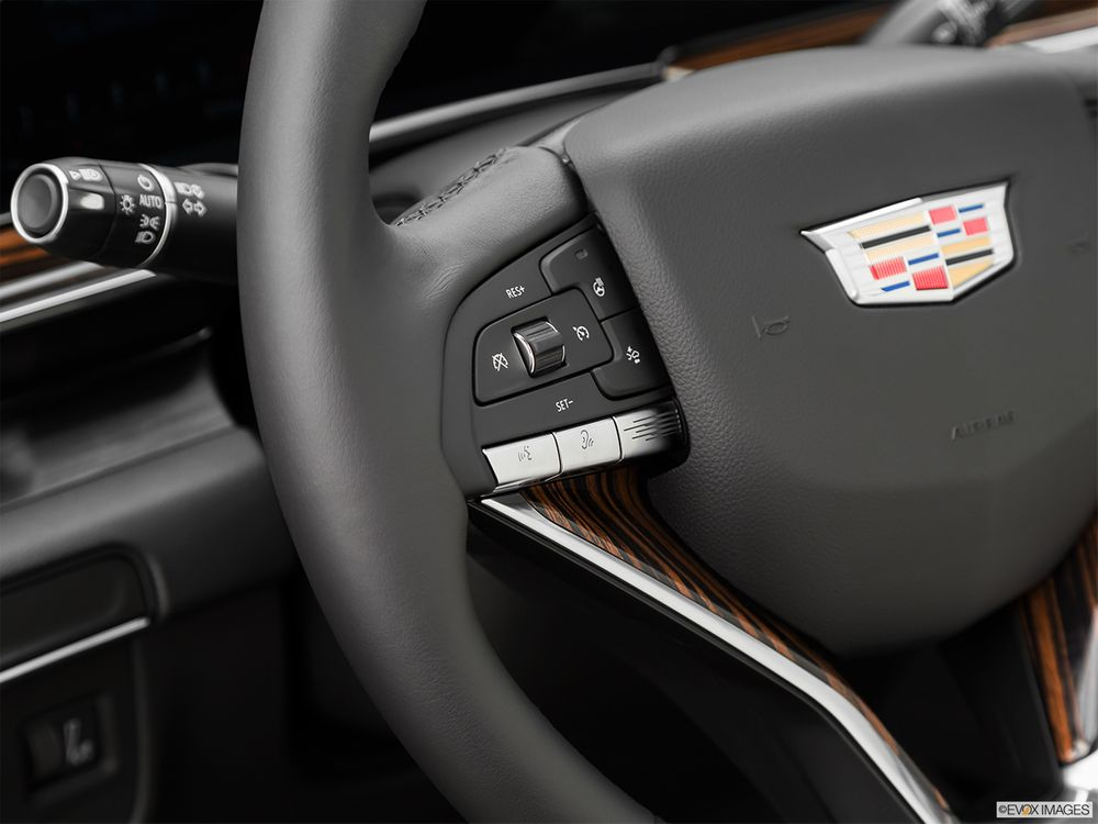 Cadillac Escalade 2021, Oman