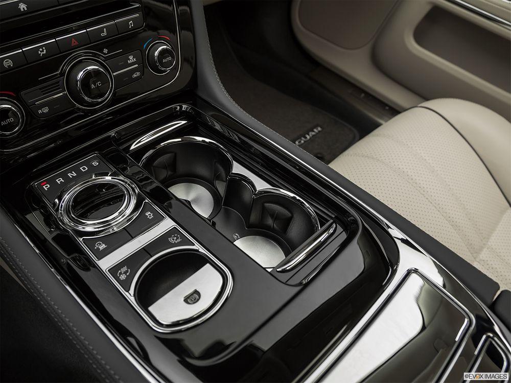 Jaguar XJ 2021, Oman