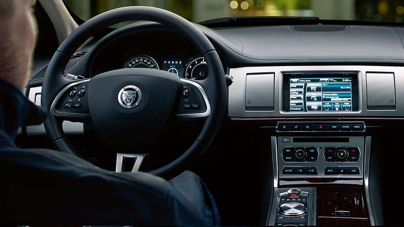 Jaguar XF 2013, Kuwait