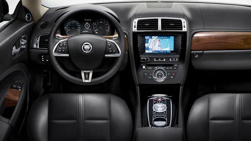 Jaguar XKR-S 2013, Kuwait