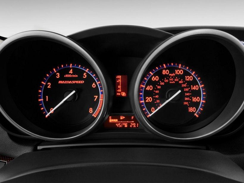 Mazda 3 Sedan 2013, Oman