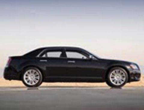 Chrysler 300C 2012 5.7L, Qatar, https://ymimg1.b8cdn.com/resized/car_model/99/pictures/771/mobile_listing_main_Chrysler-300C-2011-Side_View_Thumb.jpg