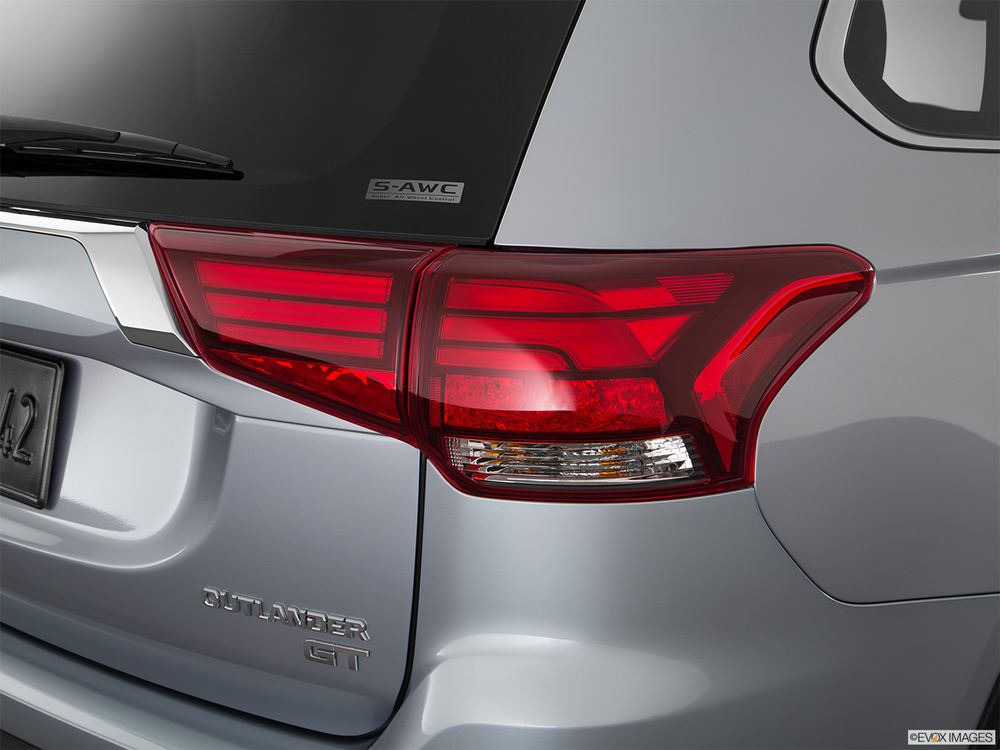 Mitsubishi Outlander 2018, United Arab Emirates