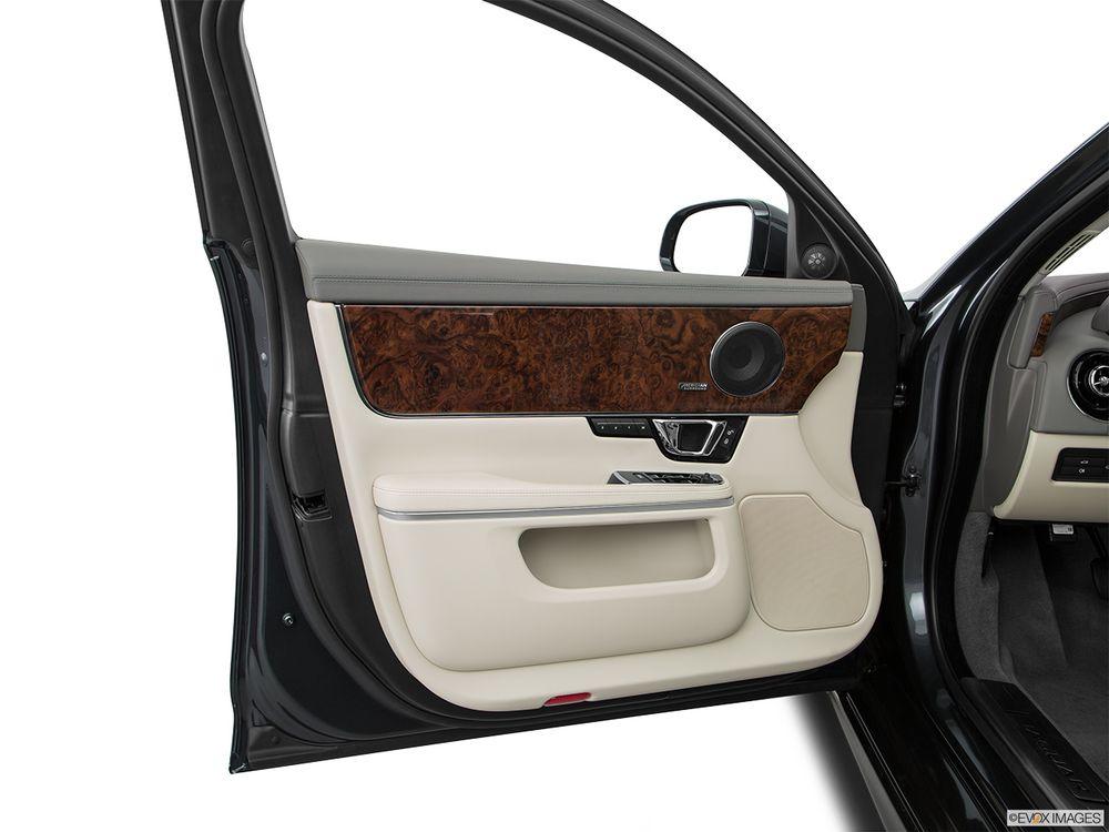 Jaguar XJ 2018, Saudi Arabia