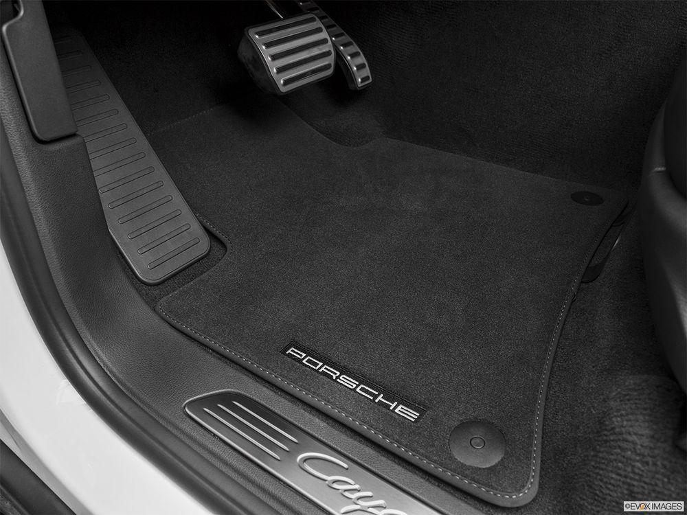 Porsche Cayenne 2016, United Arab Emirates