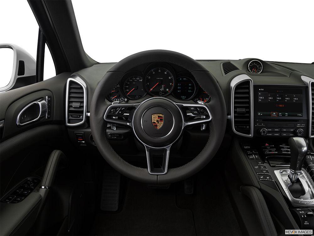 Porsche Cayenne 2017, United Arab Emirates