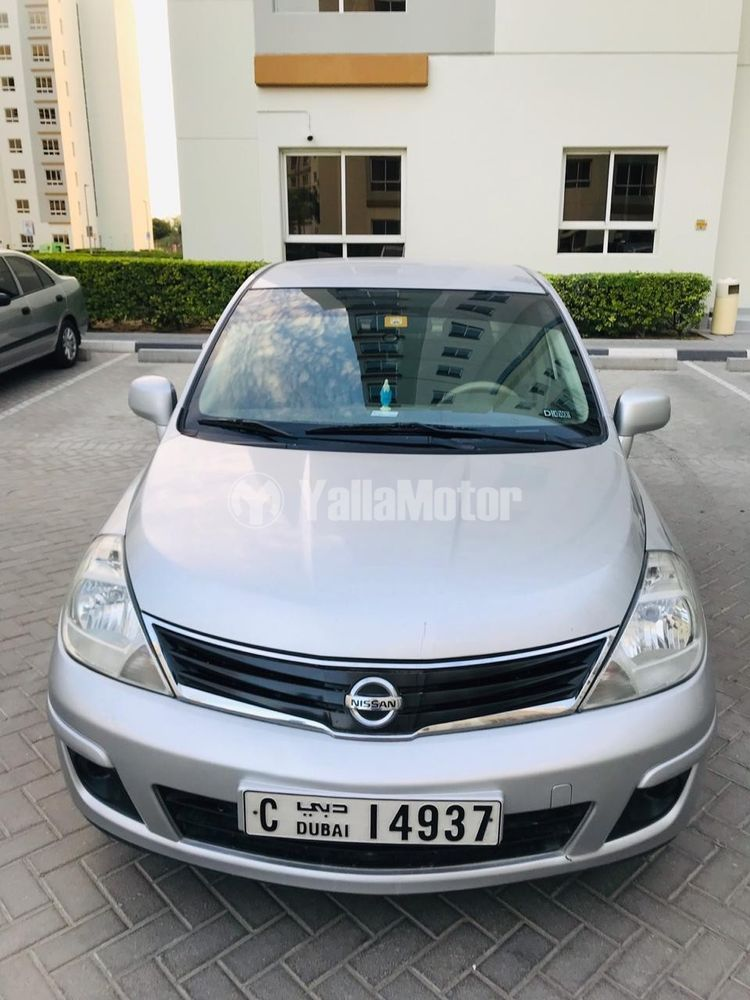 nissan tiida 2012 features