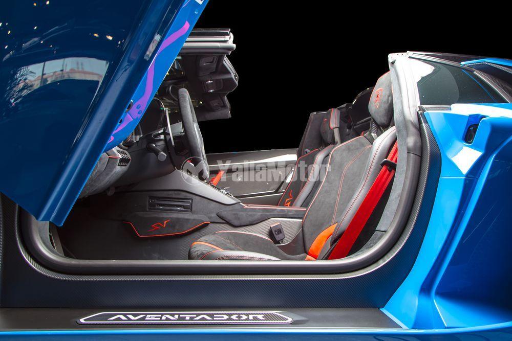 Used Lamborghini Aventador LP750-4 SV Roadster 2017 Car for Import in Bahrain
