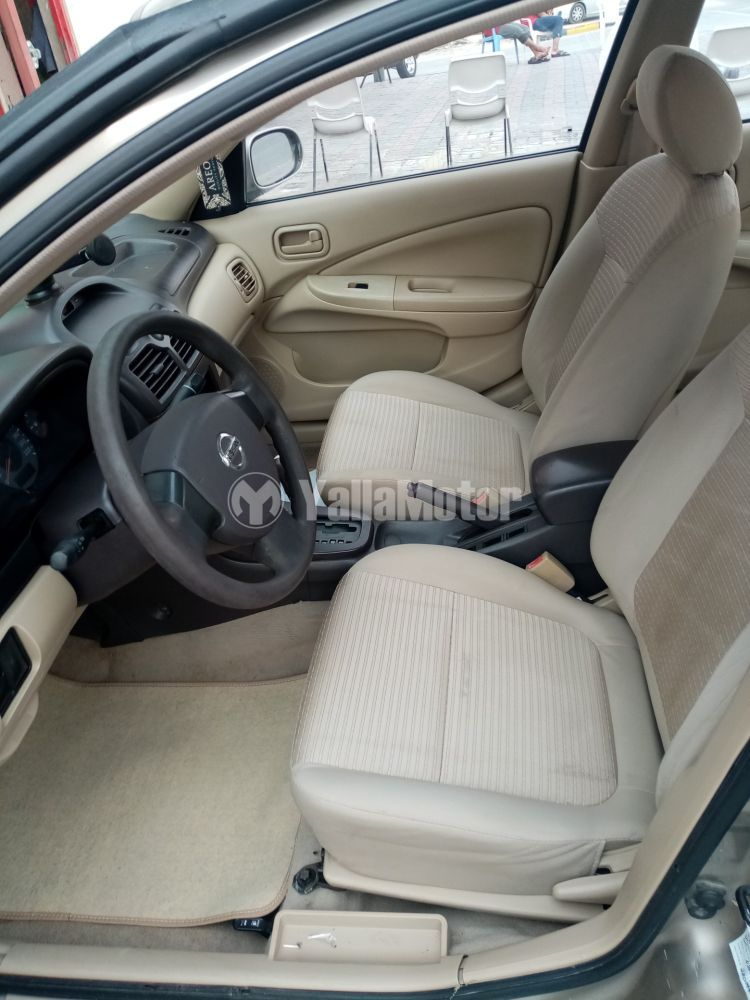 Used Nissan Sunny 2012