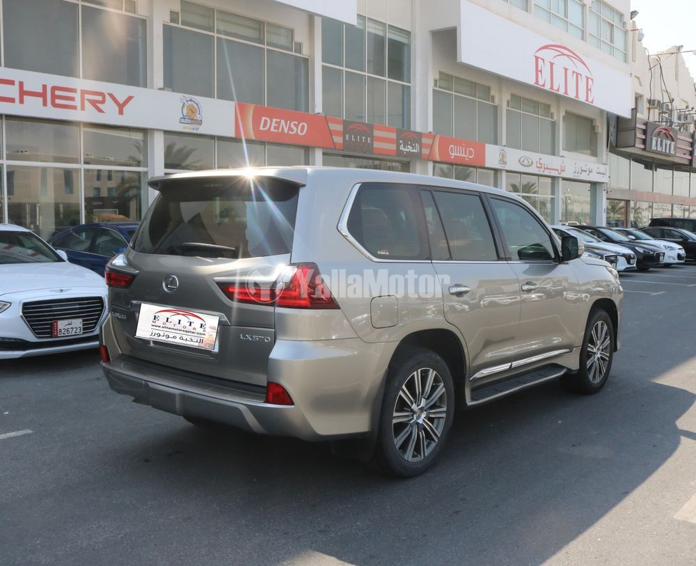Used Lexus LX 570  5 door 5.7L 2017