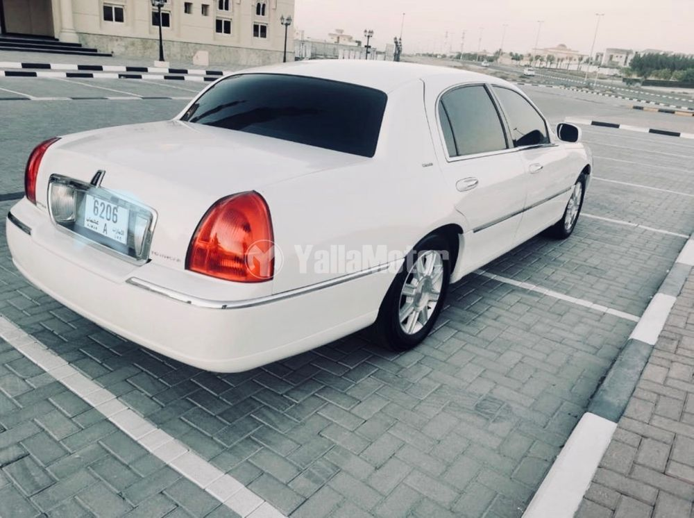 Used Lincoln Town Car  Base 2010