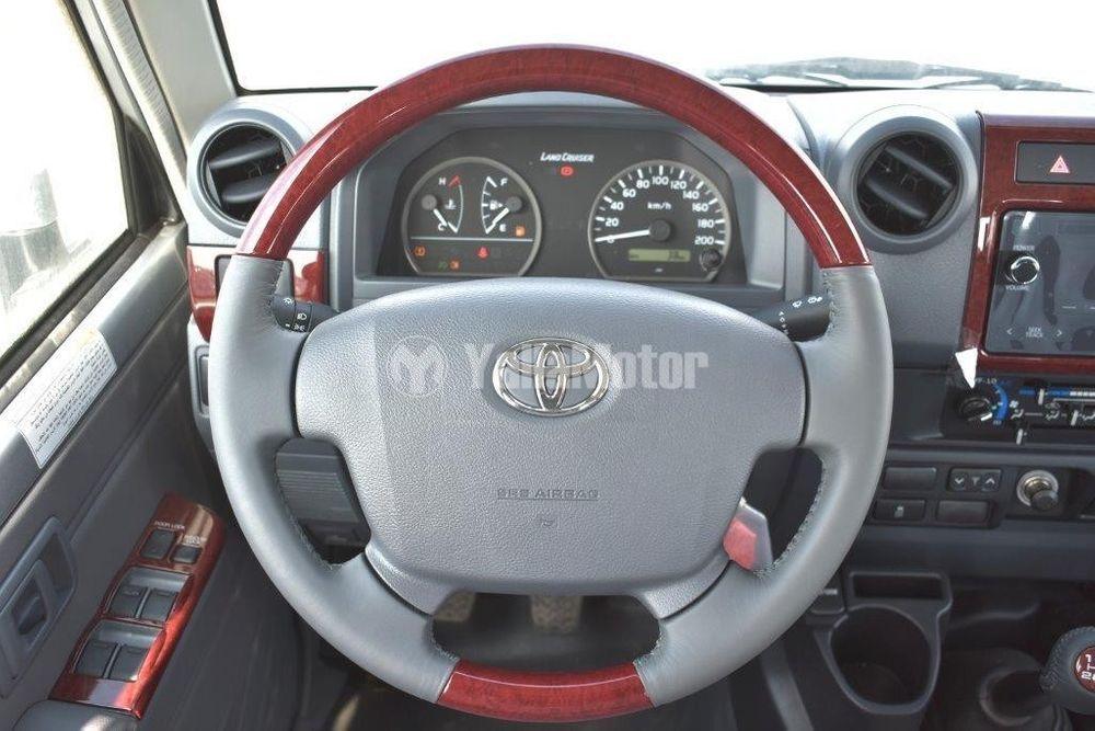 تويوتا لاند كروزر بيك أب 4.5L Double Cabin Diesel M/T 2020 الجديد