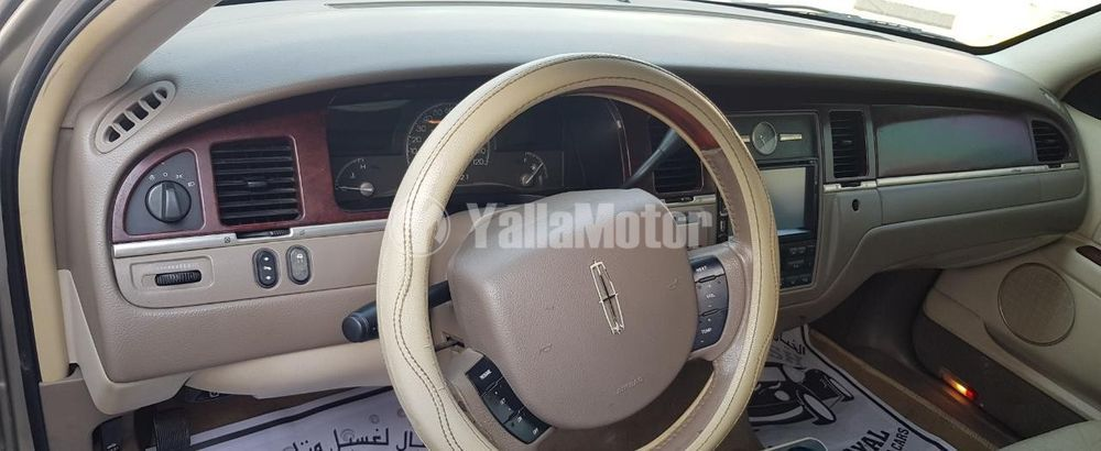 Used Lincoln Town Car 2005
