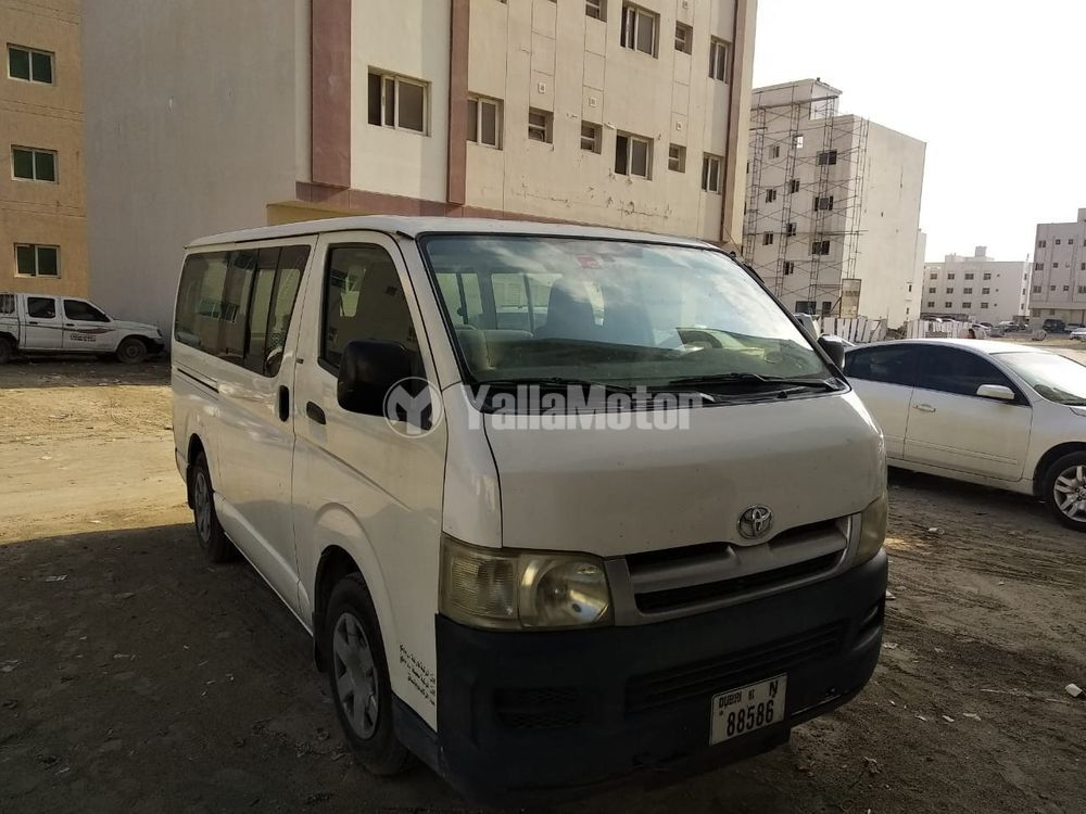 Used Toyota Hiace 3.5L high roof commuter (13 seater) 2009