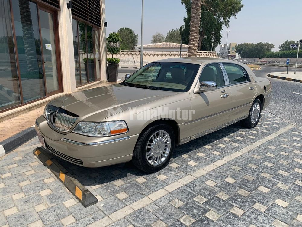 Used Lincoln Town Car Base 2011