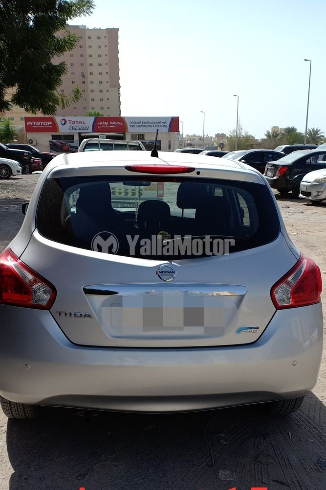 Used Nisan Tida Hatchback 2014