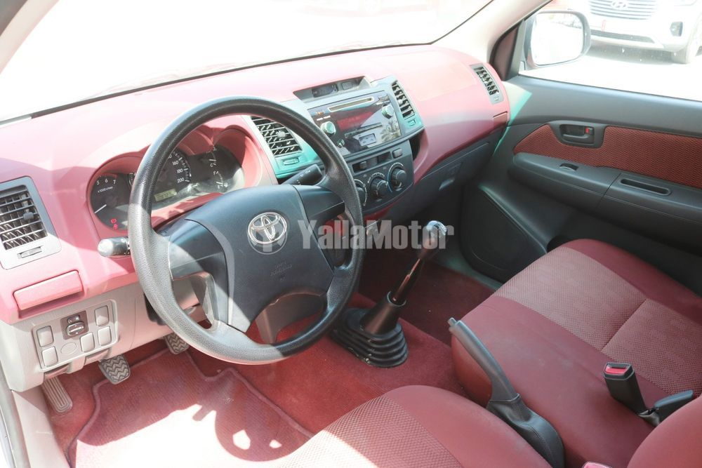 Used Toyota Hilux 2.7 Double Cab 4x2 M/T Base 2015