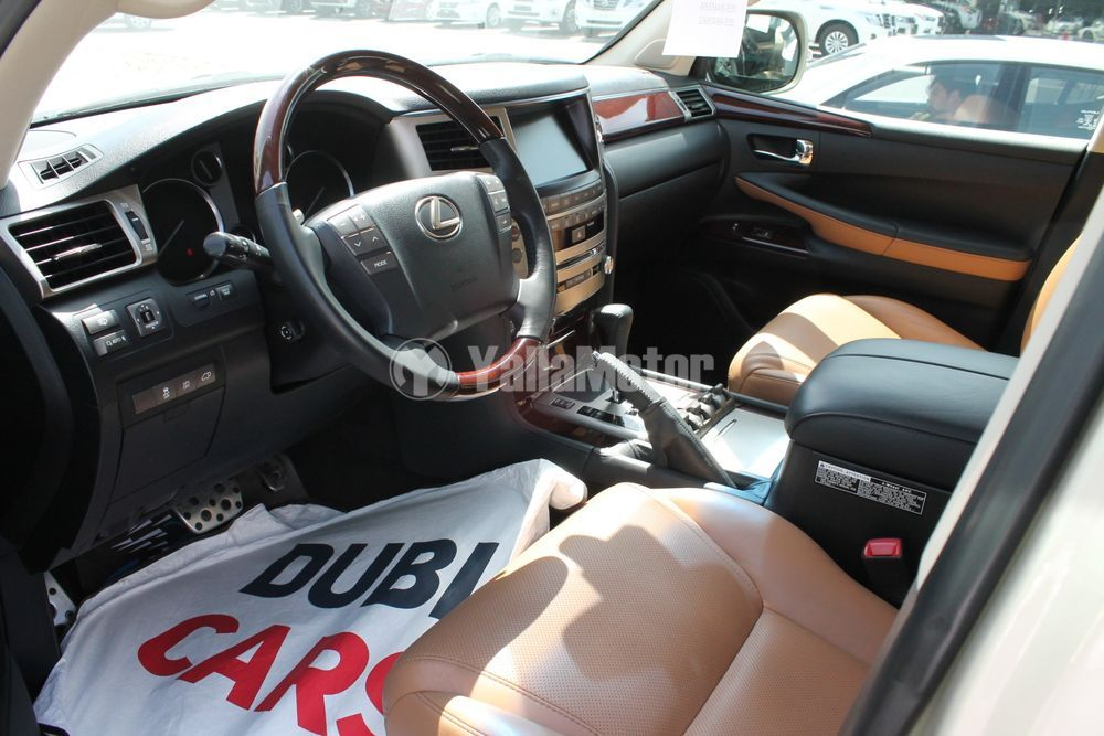 Used Lexus LX 570  5 door 5.7L 2015