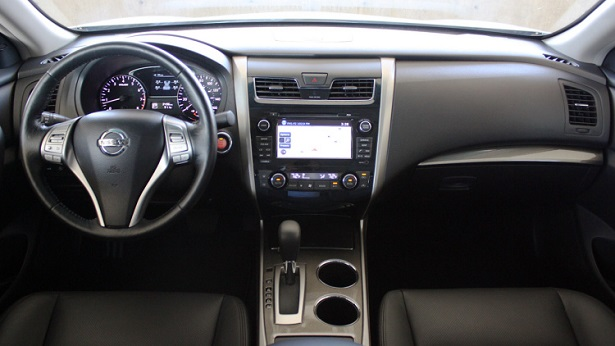 The Interior Of The Nissan Altima 2015 Is Very Simple And Practical, With  The Central Console Dominated By The Touch Screen. The Simplicity Of The  Interior ...