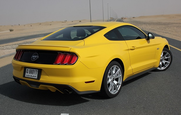 first drive 2015 ford mustang kuwait yallamotor. Black Bedroom Furniture Sets. Home Design Ideas
