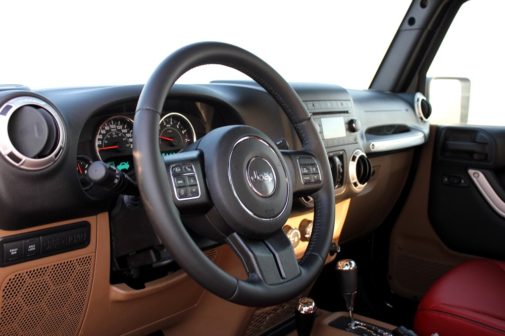 2016 Jeep Wrangler Level Red - Interior
