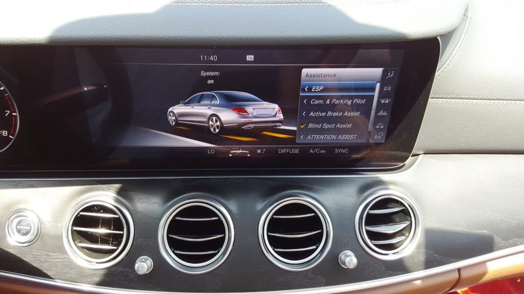 Mercedes benz e200 2017 review uae yallamotor for Mercedes benz seat belt purse