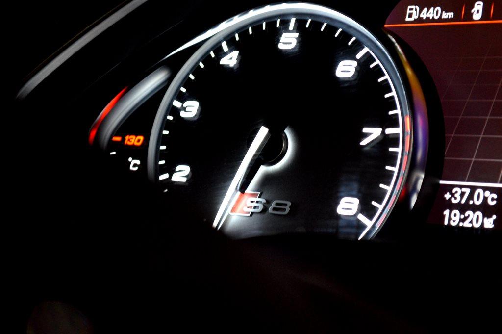 2016 Audi S8 Interior - 3