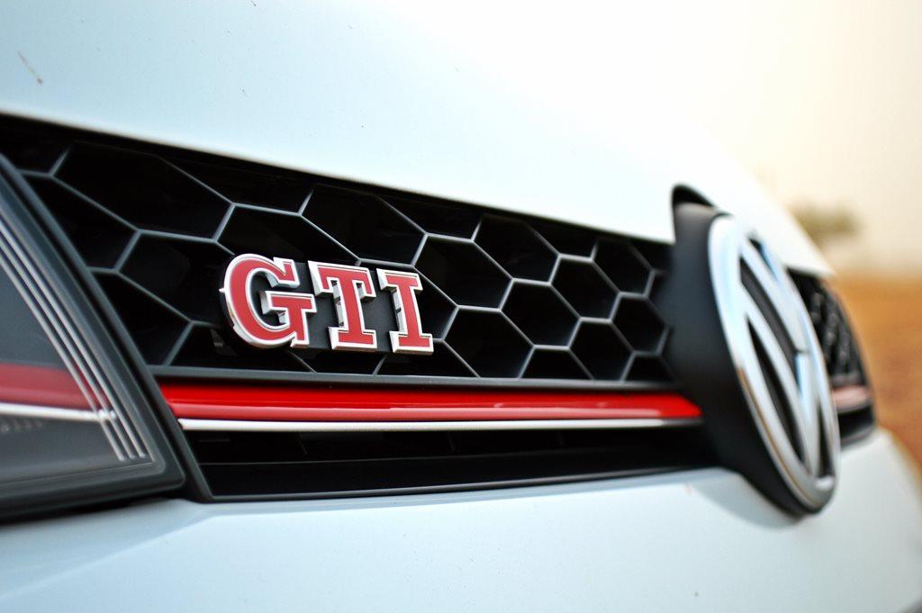 2016 Volkswagen GTI Clubsport Front - 3