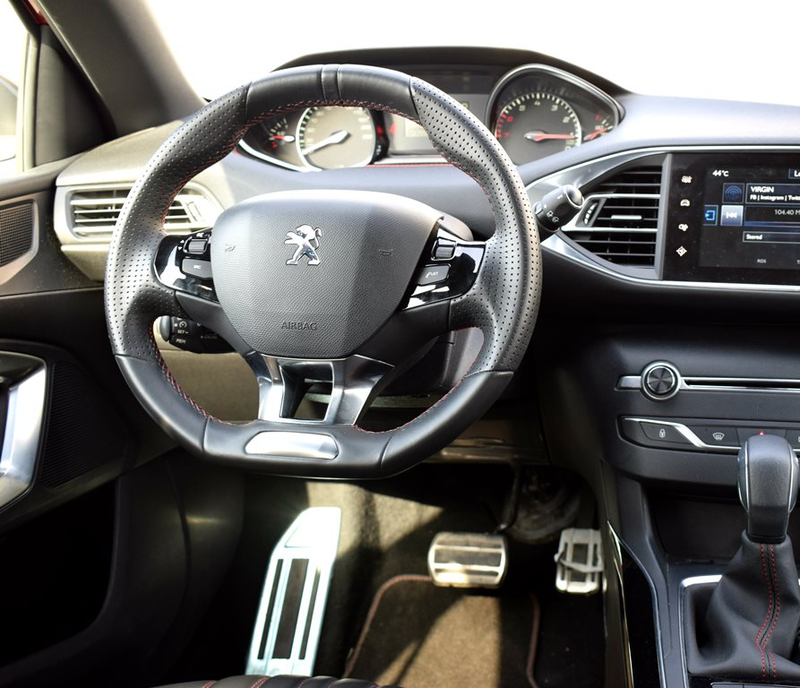 2016 Peugeot 308 interior
