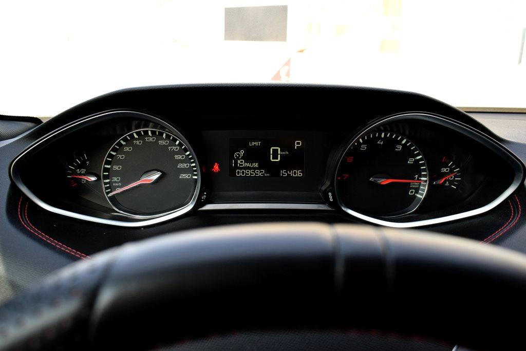 2016 Peugeot 308 interior - 2