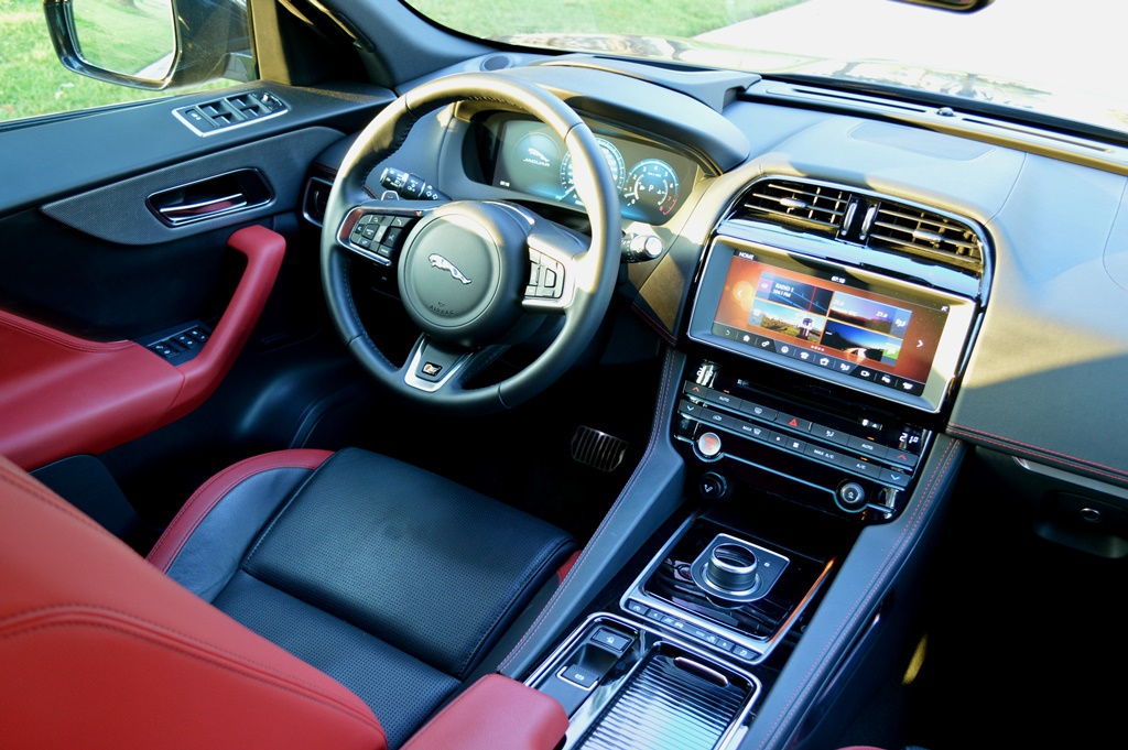 Jaguar F Pace 2017 Interior