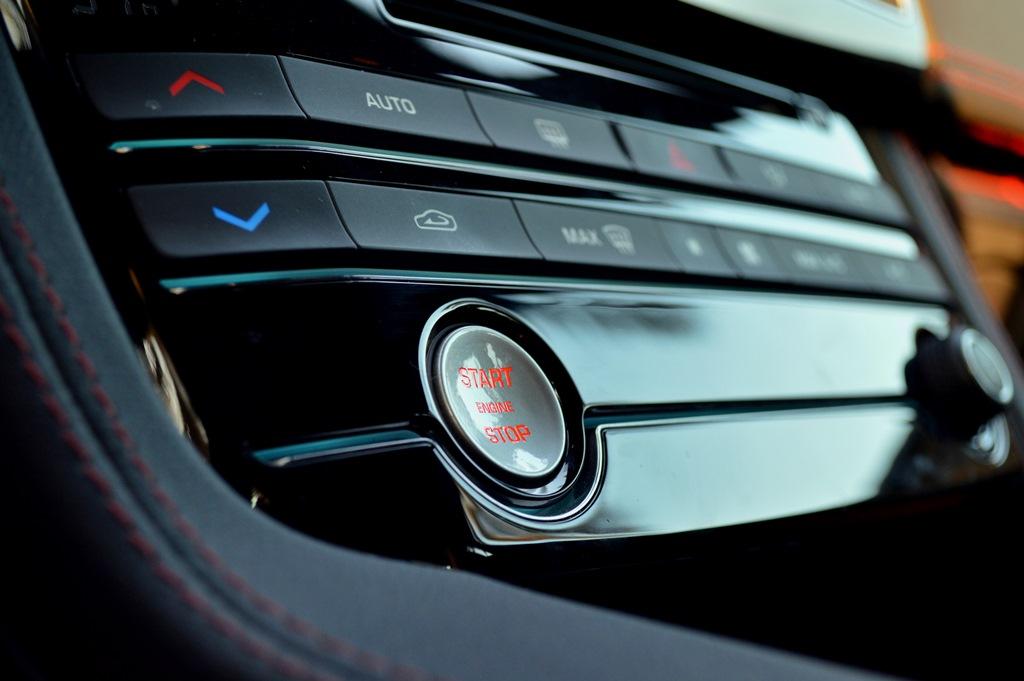 Jaguar F Pace 2017 Interior - 3