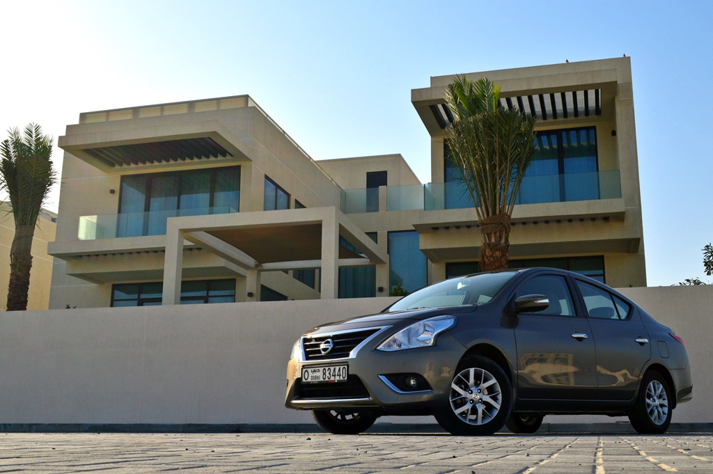 Nissan Sunny 2017 Front - 3