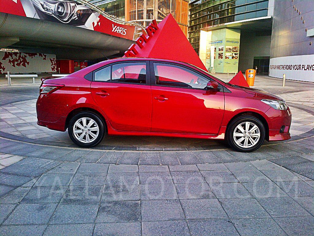 Road Test 2014 Toyota Yaris Sedan Qatar Yallamotor